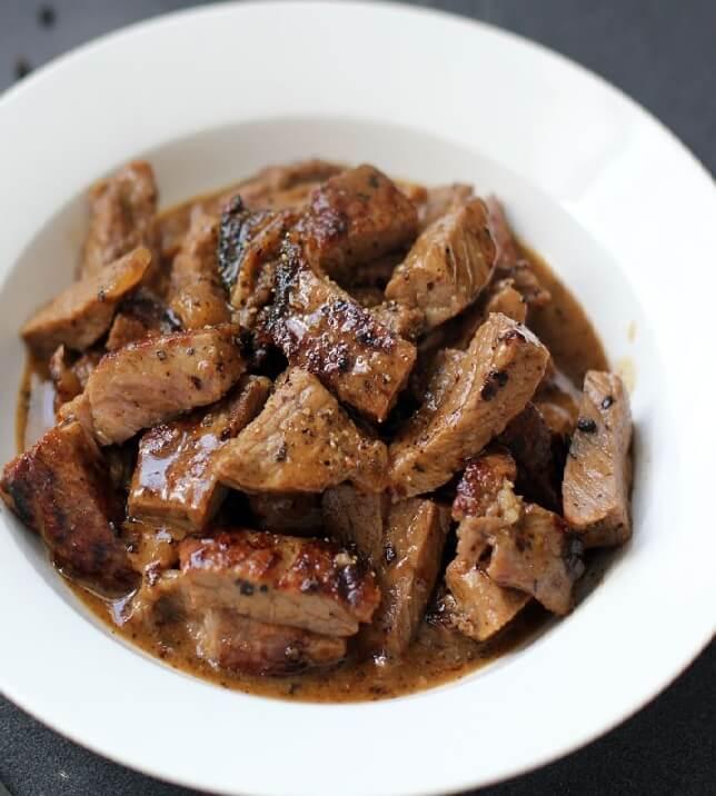 12.Sliced Tenderloin Steak in Butter Sauce