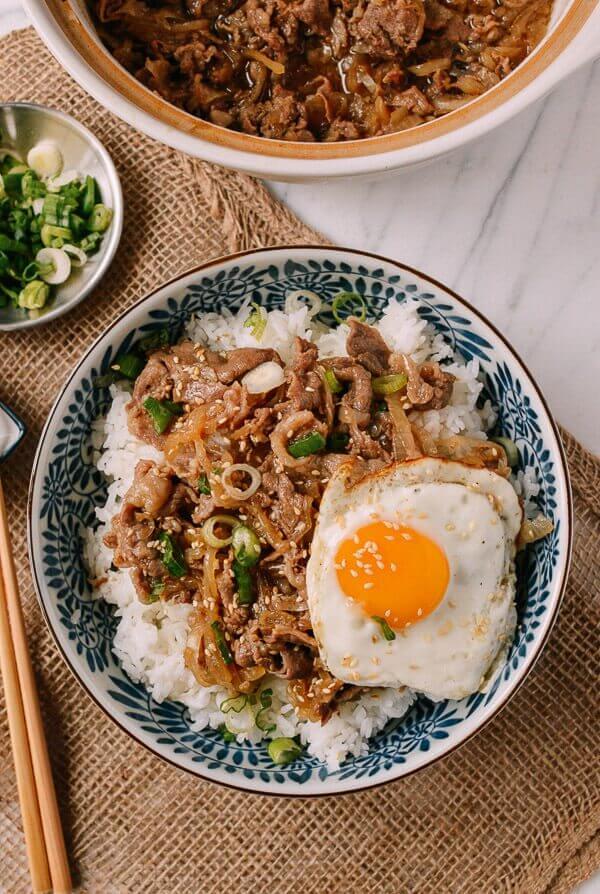 17.Gyudon (Japanese Beef Noodle Bowl)