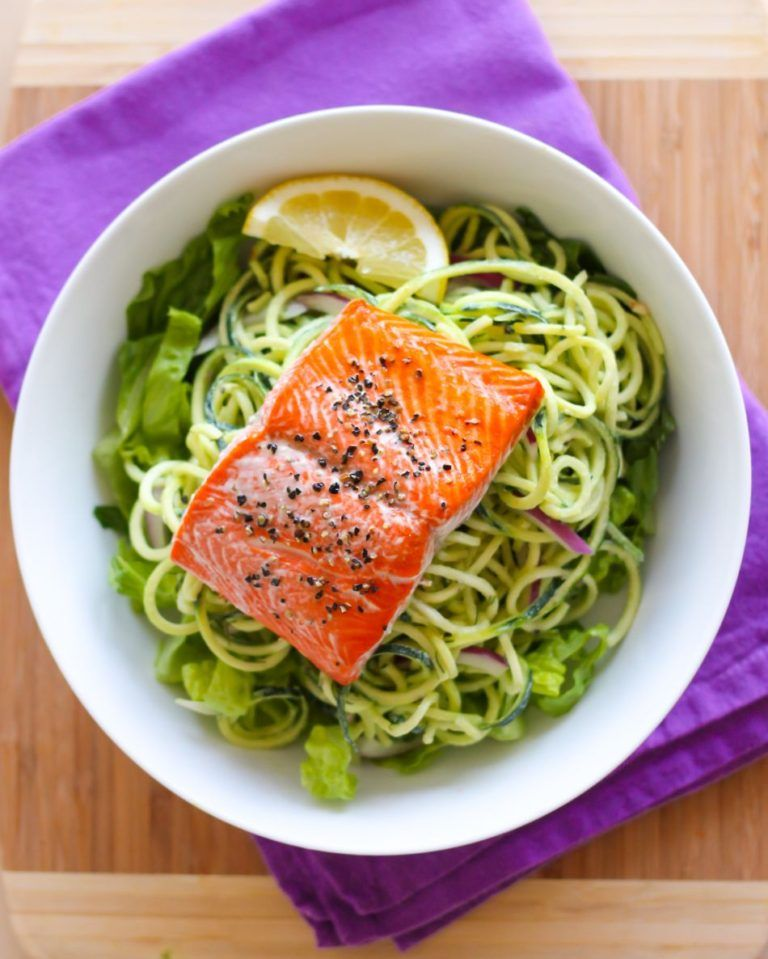 15. Baked Salmon with Creamy Lemon Dill Zucchini Noodles rv