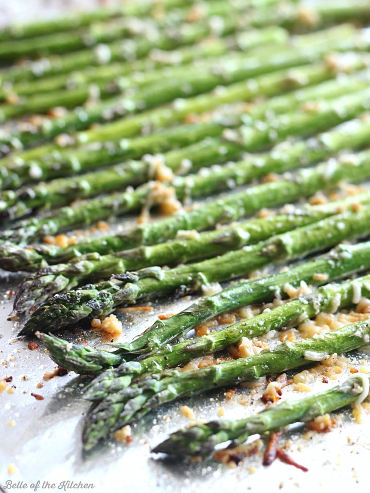 16. Garlic Parmesan Roasted Asparagus -min