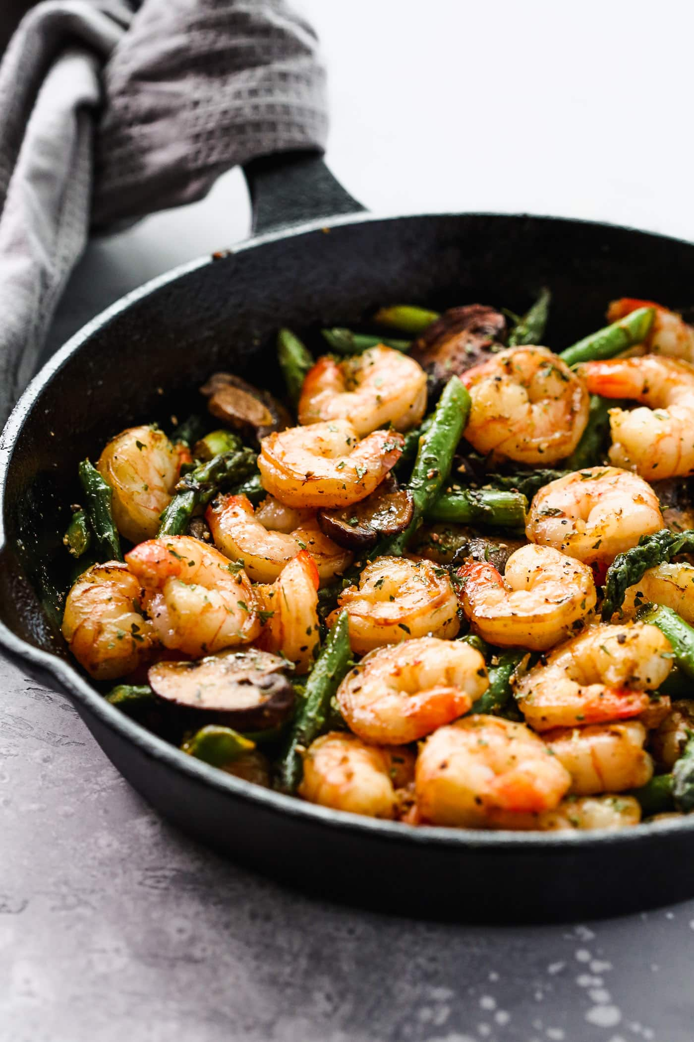 2. Garlic Shrimp with Mushroom and Asparagus