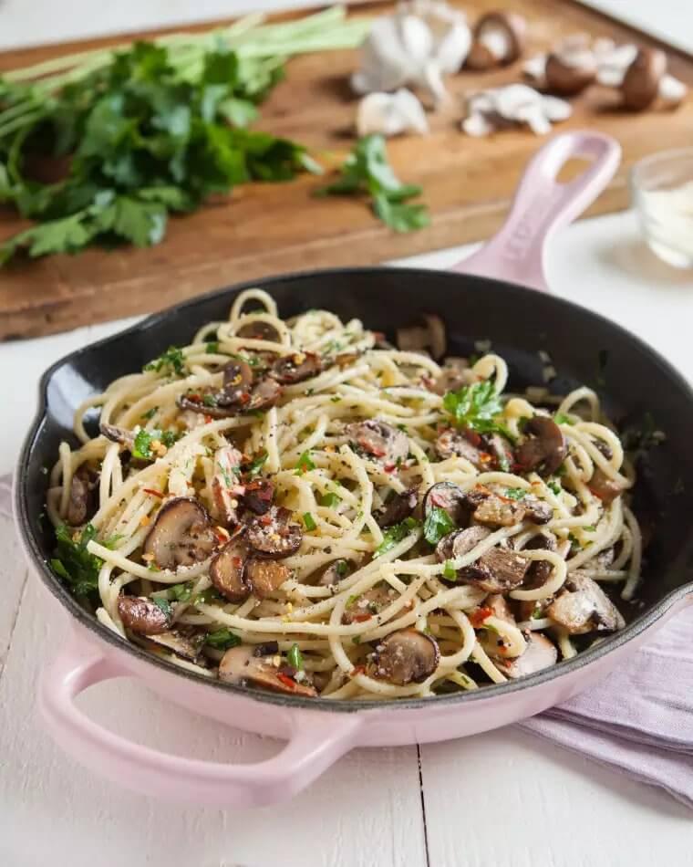 8. Easy Mushroom Garlic Pasta