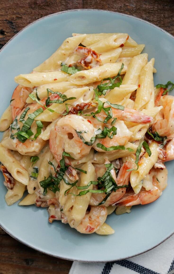 10 Creamy Shrimp and Mozzarella Pasta