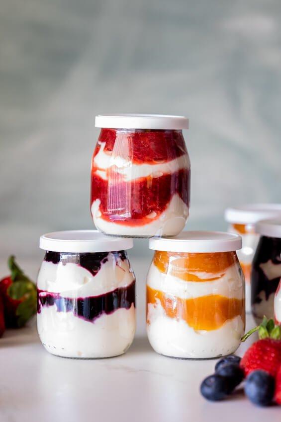 6 Breakfast Yogurt and Fruit Cups