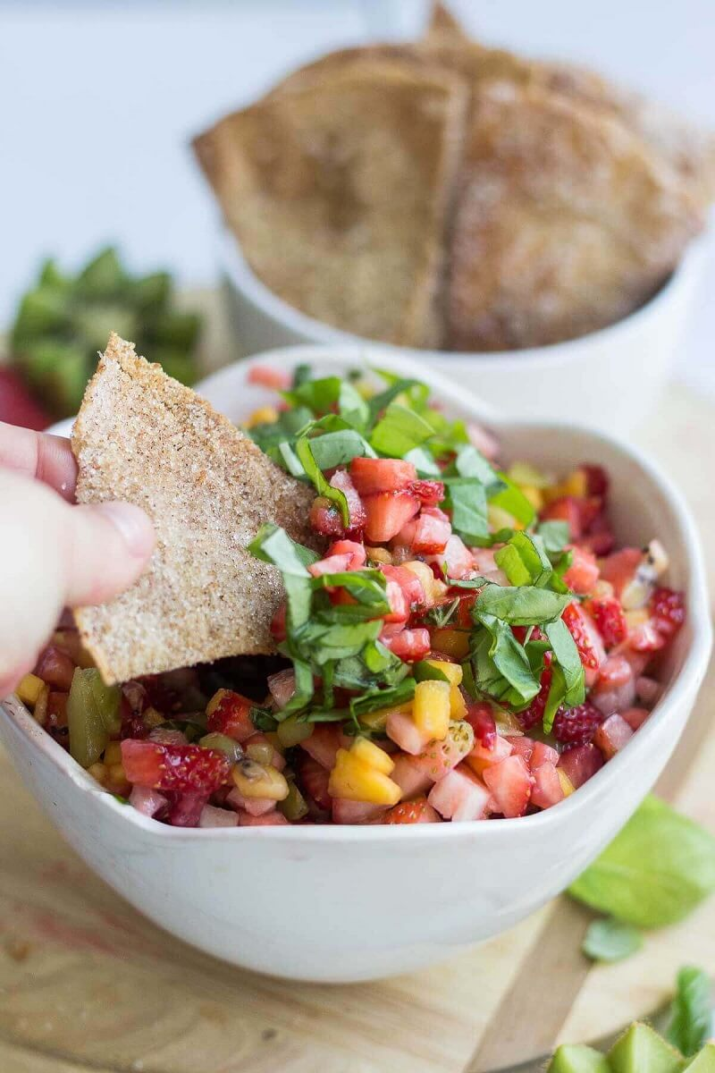 7 Healthy Fruit Salsa with Cinnamon Sugar Pita Chips
